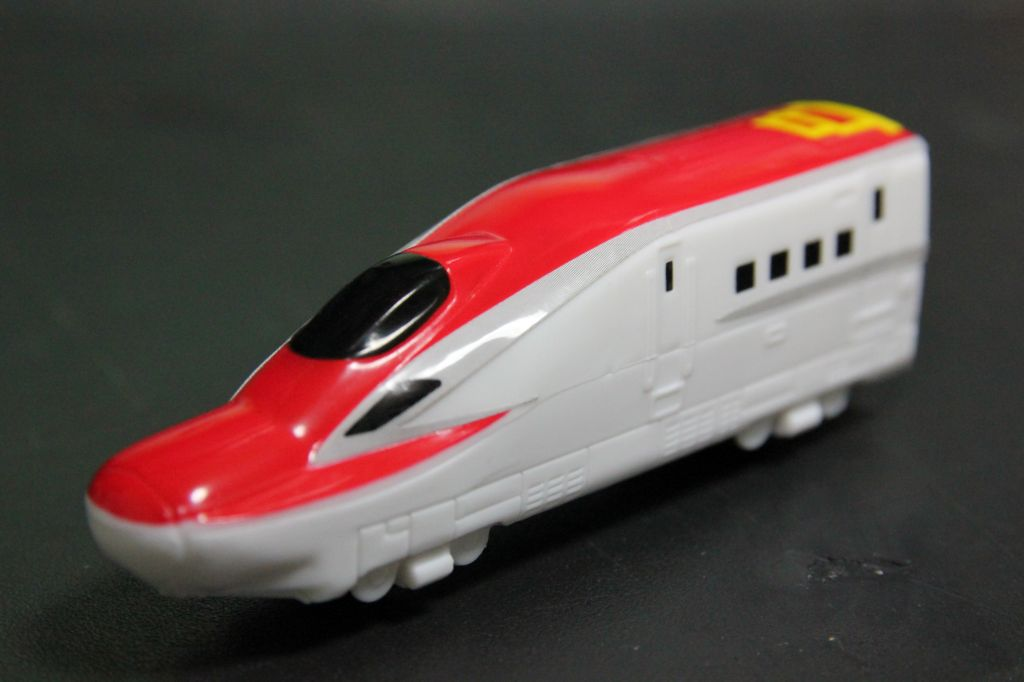 E6系新幹線入線! …ん?