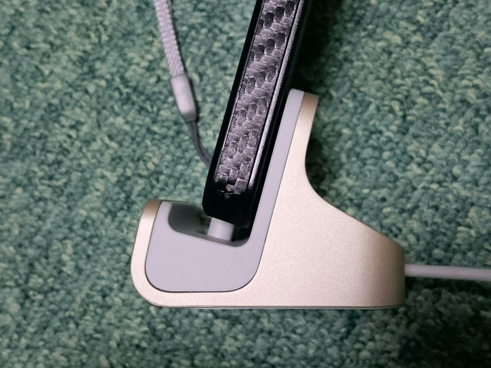 iPhone 5S 用充電台 belkin mixit